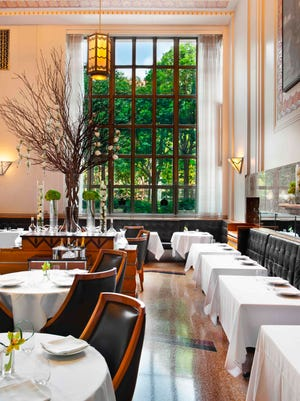 Contemporary New York eatery Eleven Madison Park was crowned the world's best restaurant of 2017 at a glitzy ceremony in Melbourne on Wednesday.