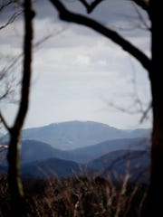 A view of the Blue Ridge Mountains from Graybeard Trail