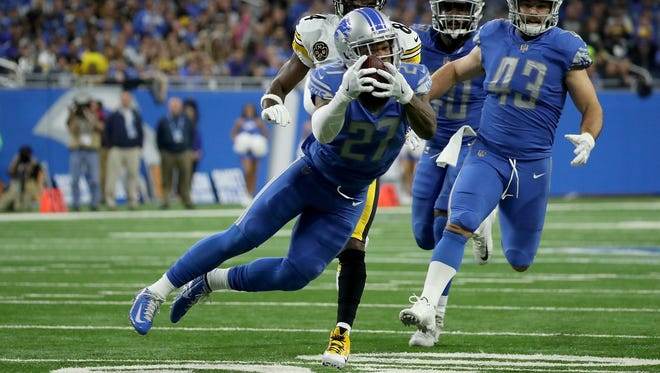 867967896.jpg DETROIT, MI - OCTOBER 29: Glover Quin #27 of the Detroit Lions intercepts a pass from Ben Roethlisberger #7 of the Pittsburgh Steelers during the first quarter at Ford Field on October 29, 2017 in Detroit, Michigan. (Photo by Leon Halip/Getty Images)