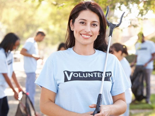 Cleanup Volunteer_monkeybusinessimages