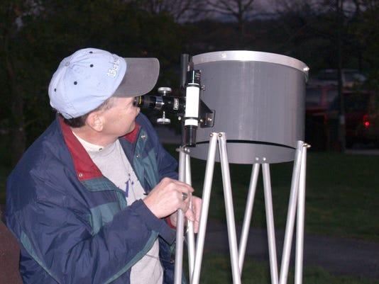 636153138939455772-Star-party-Rod-Martin-telescope.jpg