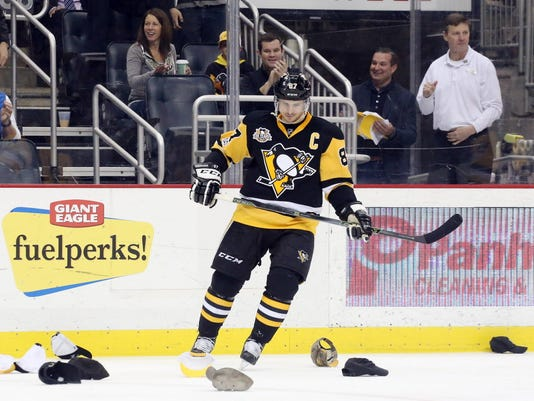 d32f368bbdf Sidney Crosby first to 40 goals with hat trick in Penguins' win over ...
