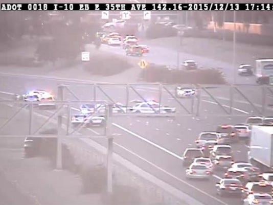 Suspects flee onto I-10 in Phoenix