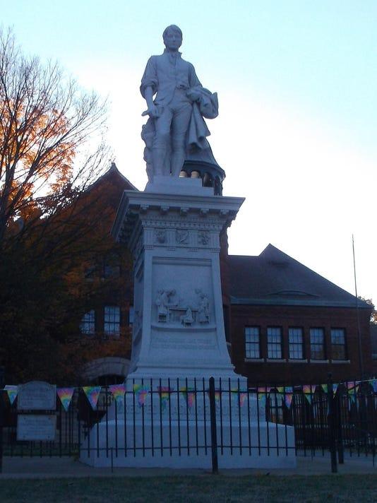 Burns Statue 2