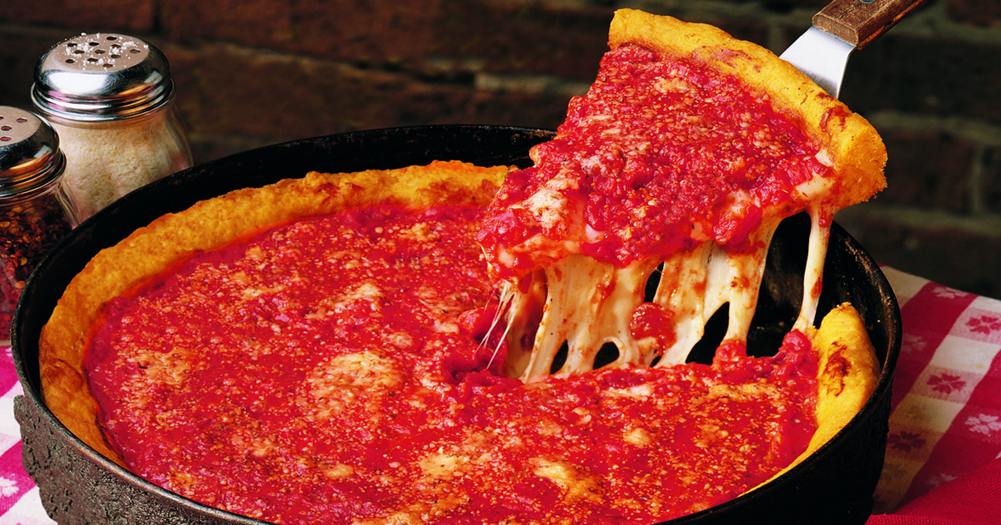 Chicago Pizzeria Ginos East Coming To Nashville Will Replace Sole Mio