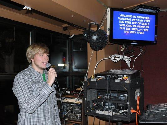 -110712-karaoke-cs.8435.jpg_20121107.jpg