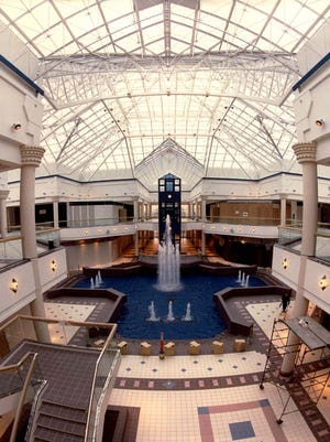 Center court of the Irondequoit Mall in 1990.