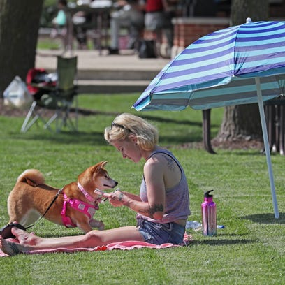 Dogs will now be allowed in Oconomowoc parks