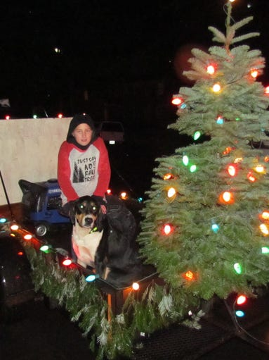 """Christmas in the Country"" was the theme in Sublimity"