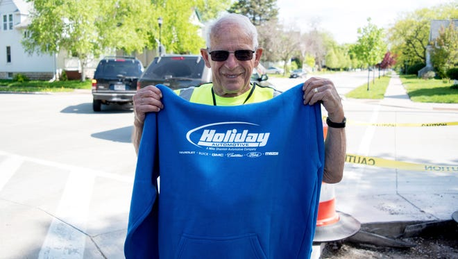 Crossing guard Jerry Boehlen receives a Holiday Automotive sweatshirt.