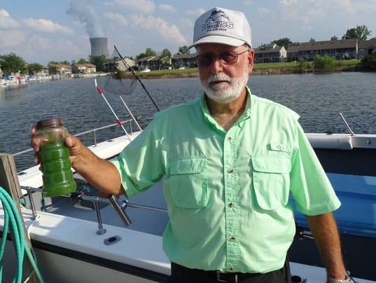 635815431766667352-toxic-algae