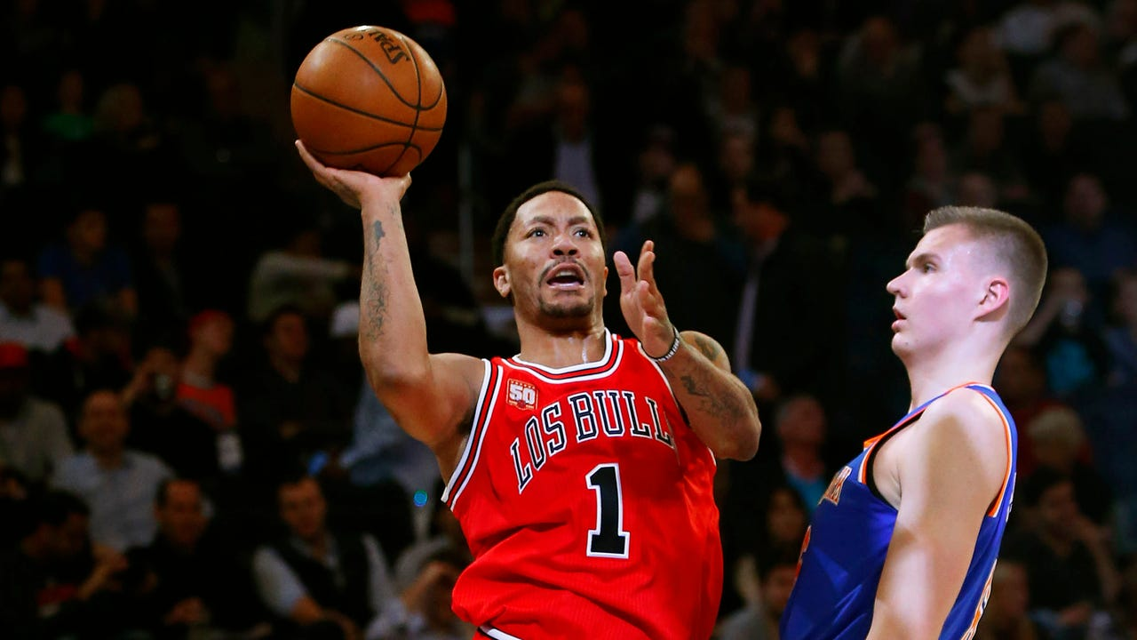 John Starks and Earl Monroe offer their thoughts on the trade bringing Derrick Rose to New York.