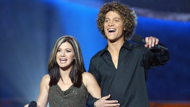 """Kelly Clarkson and Justin Guarini at FOX-TV's """"American Idol"""" finals at the Kodak Theatre in Hollywood, Ca. Tuesday, Sept. 3, 2002. Photo by Kevin Winter/Getty Images."""