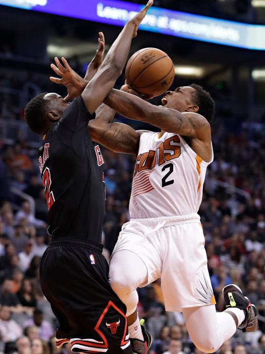 Phoenix Suns guard Eric Bledsoe (2) is fouled by Chicago Bulls guard Jerian Grant during the second half of an NBA basketball game, Friday, Feb. 10, 2017, in Phoenix. (AP Photo/Matt York)