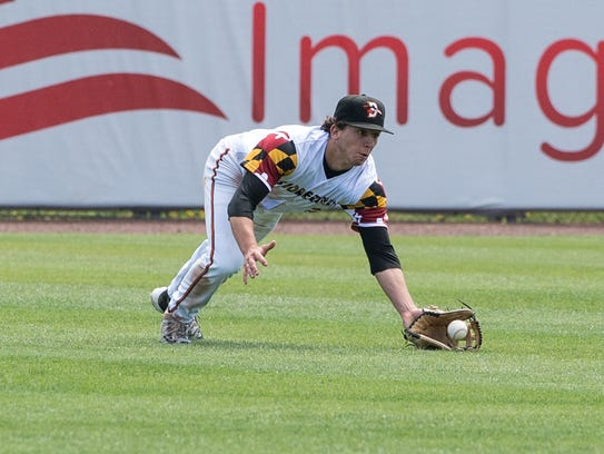 Shorebirds' T.J. Nichting (2) makes a diving catch