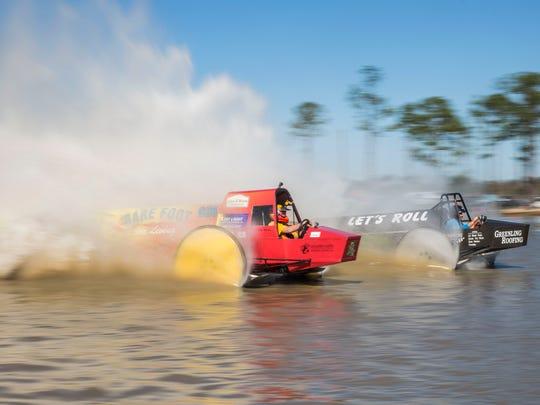 Bobby Williams driving Barefoot Living races Dan Greenling