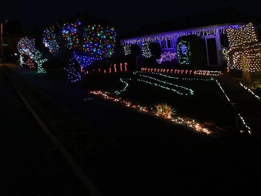 Viewcrest-Christmas-Lights-01.JPG