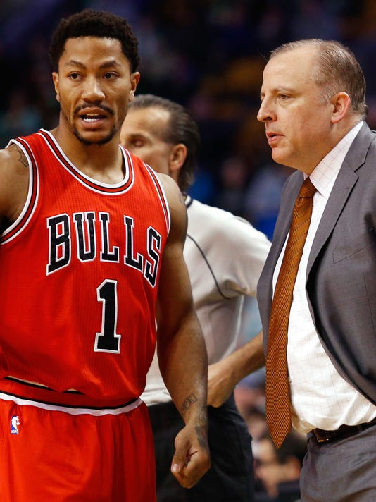 NBA  Chicago Bulls at Boston Celtics. Bulls guard Derrick Rose ... 05b7ffad7