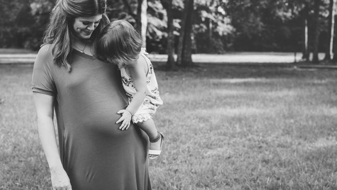 Melissa Decell with her daughter, Olivia, while pregnant with Clark.