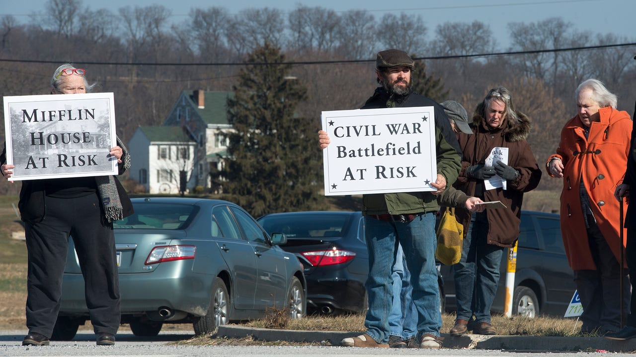Watch: Protesters aim to stop 1750 Mifflin House demo