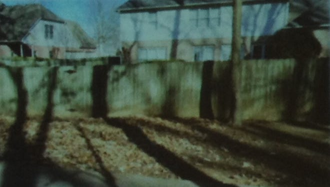 This image shows how some Collierville backyards stand very close to greenbelt trails.