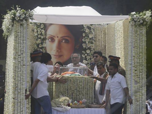 AP INDIA ACTRESS DEATH I ENT IND