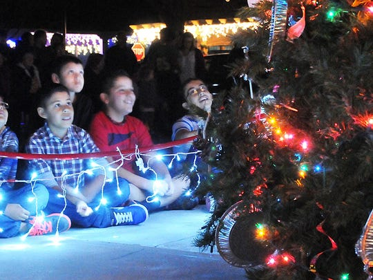 Robin Zielinski – Sun-NewsKids gaze up at the Mesilla Christmas tree during the annual tree lighting event on Friday.