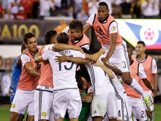 Team Colombia celebrates after defeating Peru in a penalty shootout to win a Copa America quarterfinal soccer match, Friday, June 17, 2016, in East Rutherford, N.J. (AP Photo/Julio Cortez)