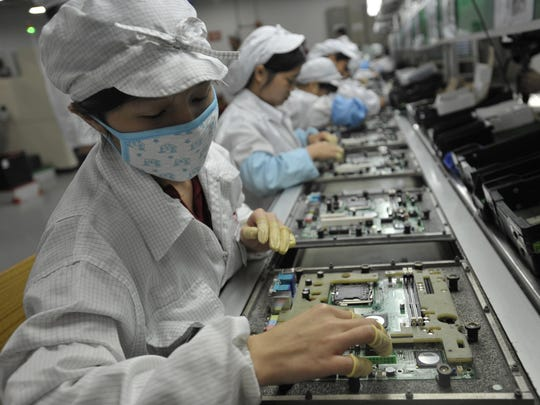 Chinese workers in the Foxconn factory in Shenzhen,China on May 27, 2010. Foxconn is considering building a display-manufacturing plant in the U.S., the value of which could exceed $7 billion.