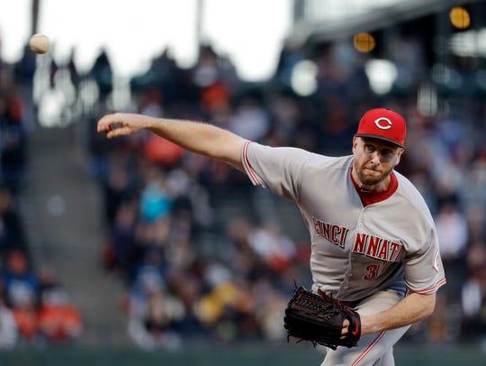 Cincinnati Reds starting pitcher Scott Feldman throws