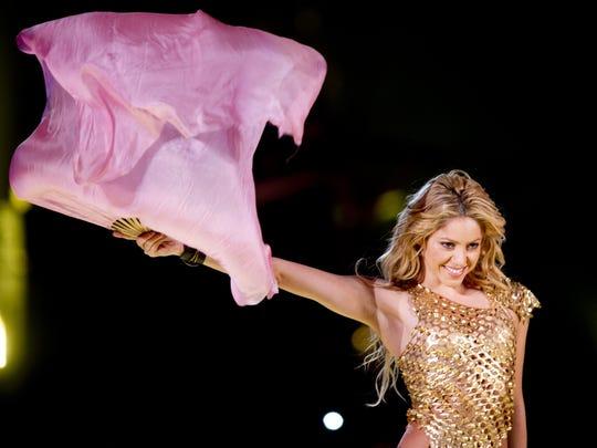 Después de 7 años de no hacer giras, la colombiana Shakira vuelve a los escenarios internacionales y Phoenix forma parte de su gira.