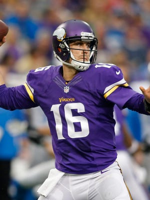 The Vikings re-signed quarterback Matt Cassel to a two-year contract on Friday.
