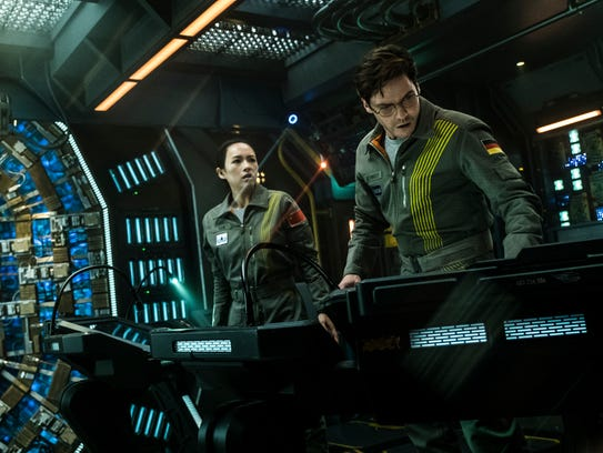 Ziyi Zhang, Daniel Bruhl in 'The Cloverfield Paradox'