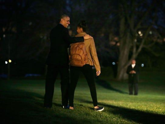 President Obama and his daughter Sasha walk toward