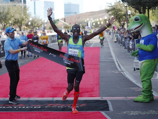Roosevelt Cook wins the Rock 'n' Roll marathon in Tempe