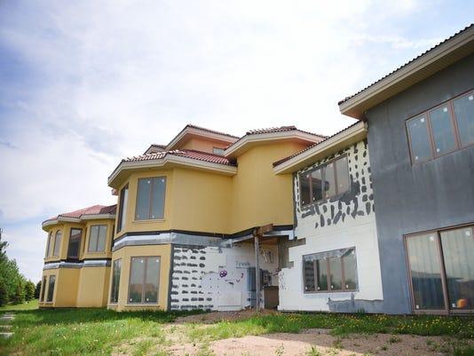636626931630398105-Graffiti-Mansion-002.JPG