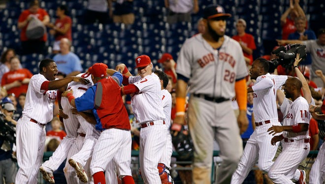 Ryan Howard, left, hit a walk-off single that scored Grady Sizemore in the 15th inning, giving the Phillies a 2-1 win vs. the Astros.