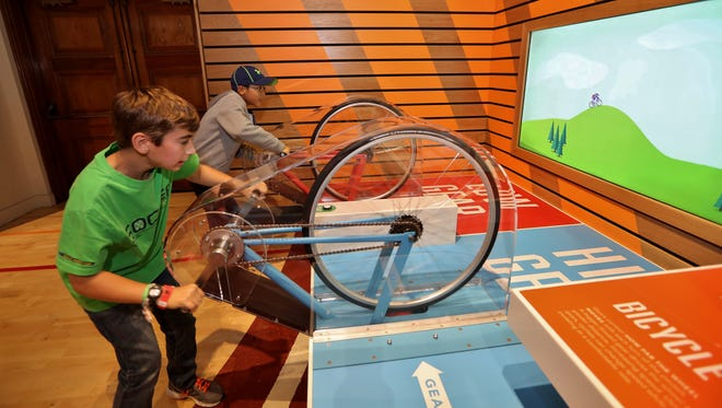 Vistiors to the  SportsZone get in gear with a bike efficiency experiment.