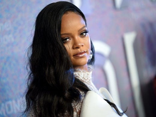 97a9f0dc4c9 Rihanna s British  Vogue  cover is simply stunning