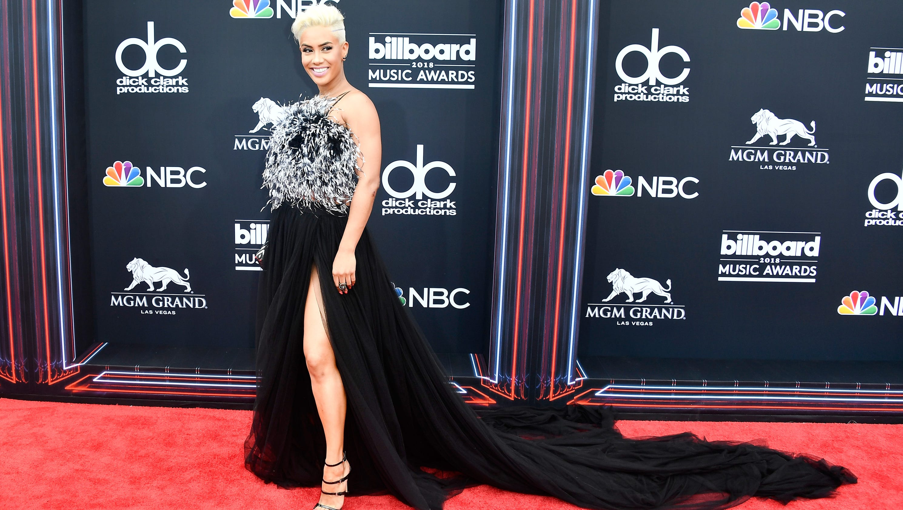 billboard music awards 2018 see all the red carpet looks. Black Bedroom Furniture Sets. Home Design Ideas