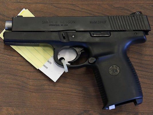 636045317341952768-Comfiscated-guns-JRW06.jpg