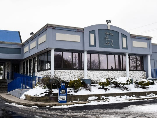 The Blue Swan is noted for its pancakes, cheesecake, desserts and burgers.