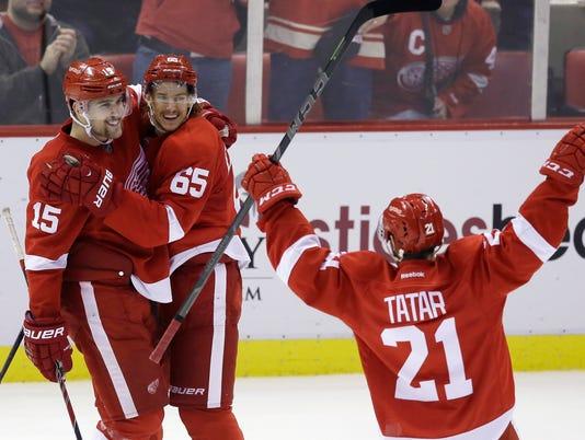 635529686876659138-AP-Canucks-Red-Wings-Hockey-4-