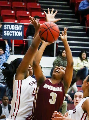 Riverdale's Anastasia Hayes (3) scored 24 points in the Lady Warriors' 70-11 win over Siegel Tuesday.