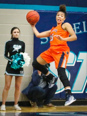 Blackman's Jaida Bond saves a ball from going out of bounds during Friday's game at Siegel.