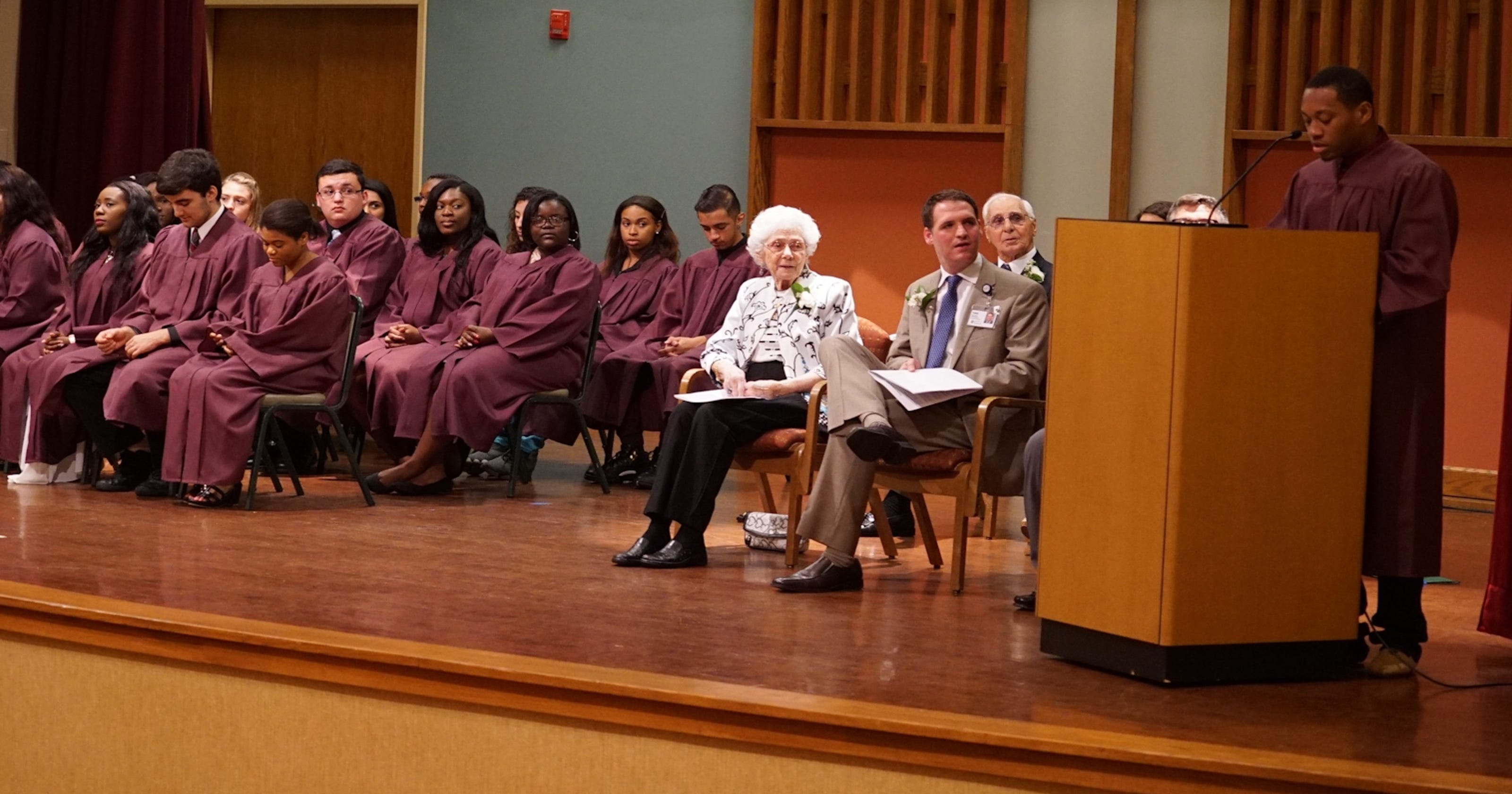 Seabrook awards $124,700 in scholarships to local high ...
