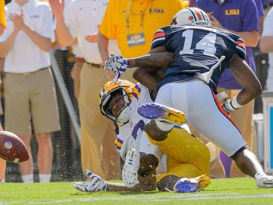 LSU wide receiver D.J. Chark (7) fumbles a catch against