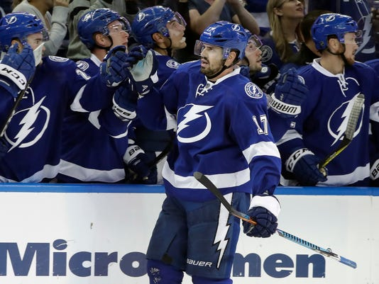 Tampa Bay Lightning left wing Alex Killorn (17) celebrates with the bench after scoring against the Philadelphia Flyers during the third period of an NHL hockey game, Wednesday, Nov. 23, 2016, in Tampa, Fla. The Lightning won the game 4-2. (AP Photo/Chris O'Meara)