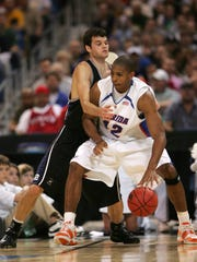 Drew Streicher guards Florida's Al Horford during their 2007 Sweet 16 loss to Florida in St. Louis March 23, 2007.