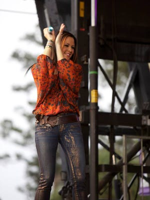 Sara Evans will perform May 19 at the Eichelberger Performing Arts Center.